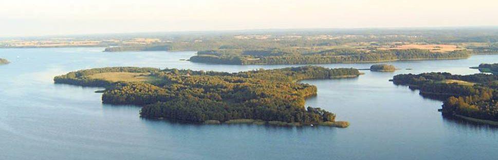 Wyspa Bielawa na jeziorze Drawsko